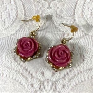Vintage Jewelry - Petite rose rosettes set on gold tone earrings